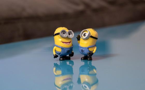 Minions chatting