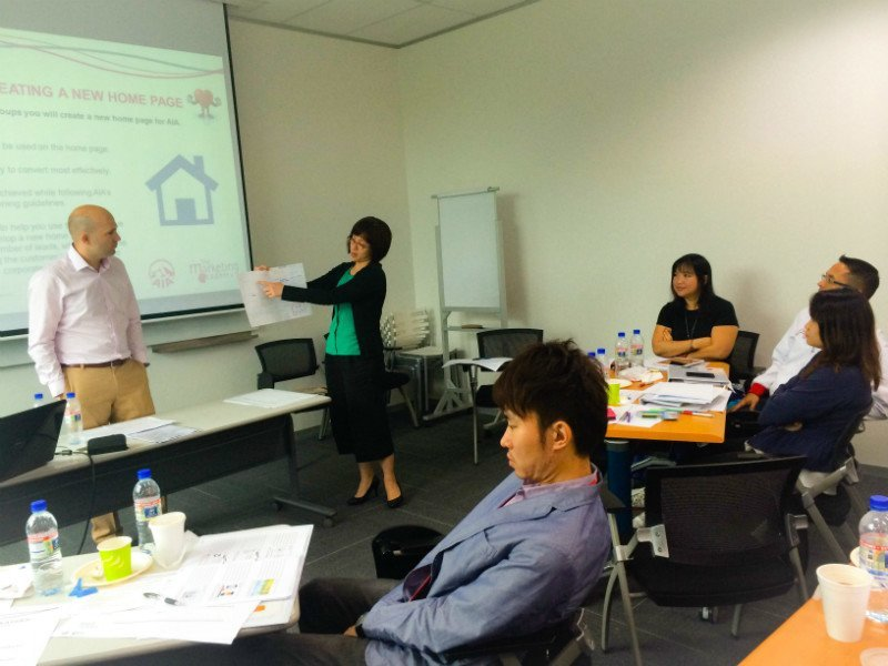 An attendee speaks at the digital marketing training course.