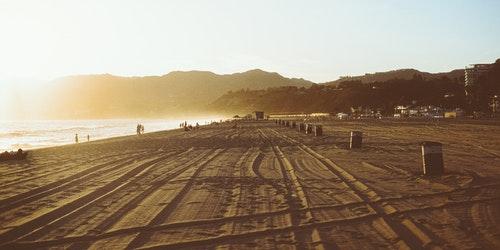 sunset-beach-traces