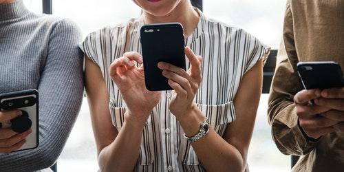 casual-cellphone-contemporary-1471752