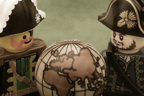 SEO Weekly Roundup: Pirates, Robots and Mobile Search