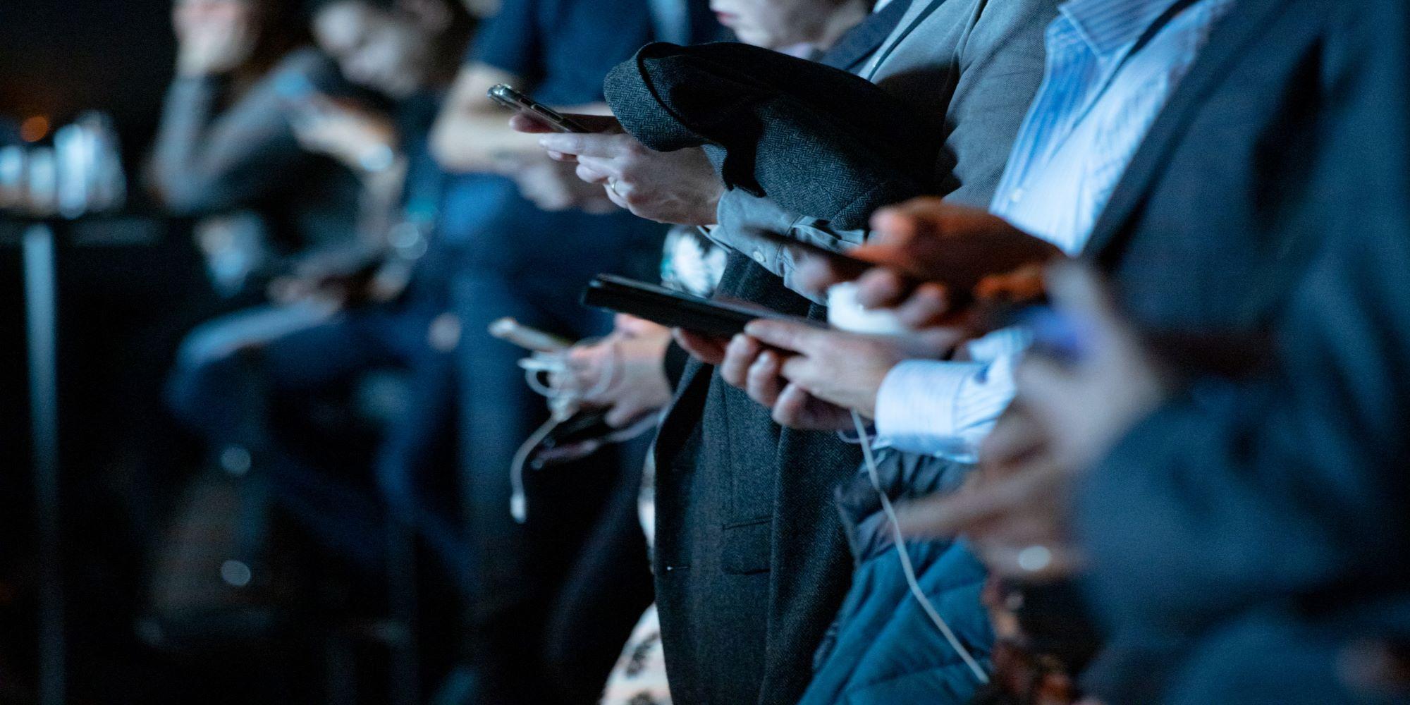 International Marketing News: Global Smartphone Market Shrinks by 6%